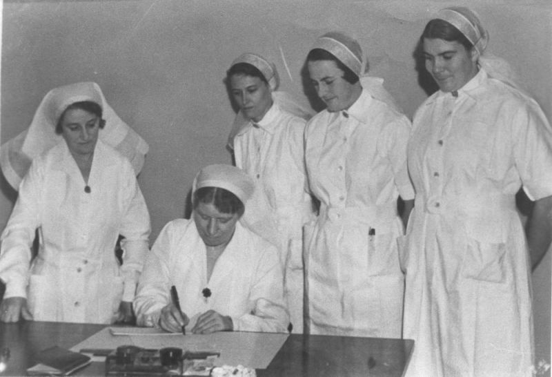 1938 Nurses signing on for first shift